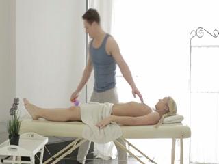 Порно массаж с молодой девушкой и накаченным парнем - порно для возбуждения