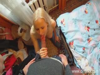 Парень кончил в рот молодой девушке после секса с ней дома - порно