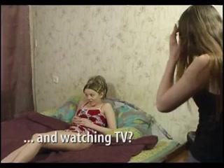 Порно видео лесбиянок, которые трахаются на кровати дома и не стесняются этого!