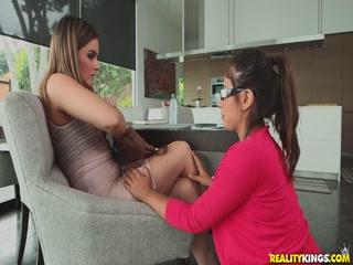 Смотреть порно видео молодых девушек с большими дойками